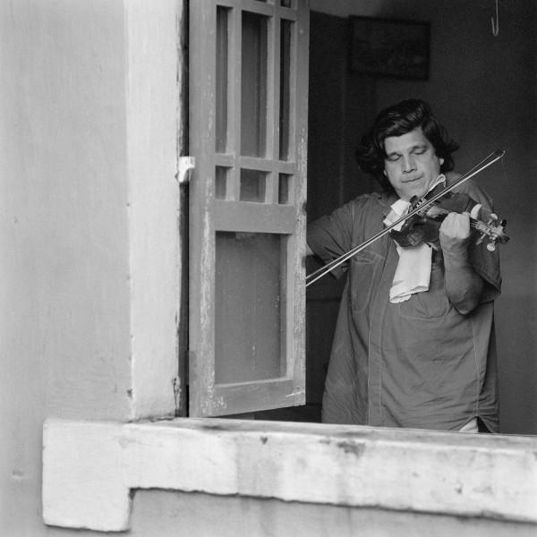 vioolspeler, Cochi, 1996